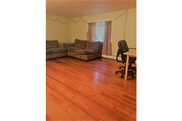 51 Dubois Rd, ROOM FOR RENT (Photo 4)