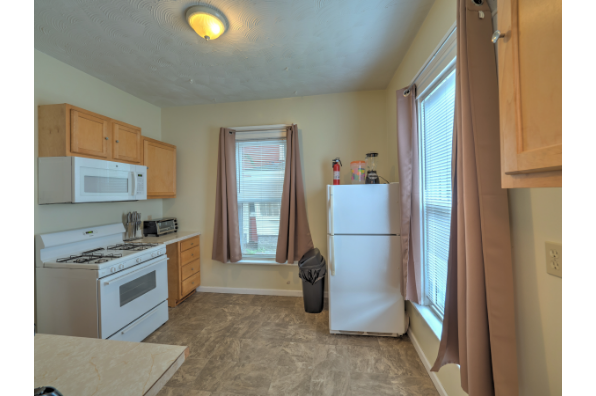 378 Main St, Apt 1 (Photo 3)