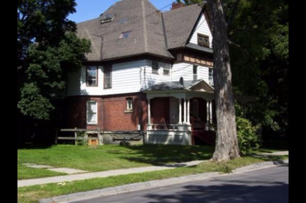 31 Watkins Avenue, 1 (Photo 1)