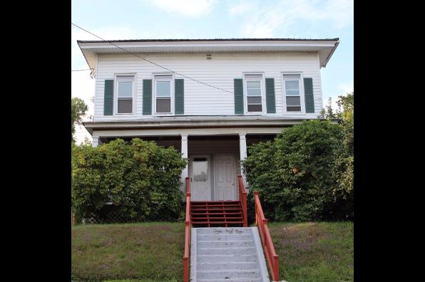 33-35 Spruce Street, 33 Upper (Photo 1)