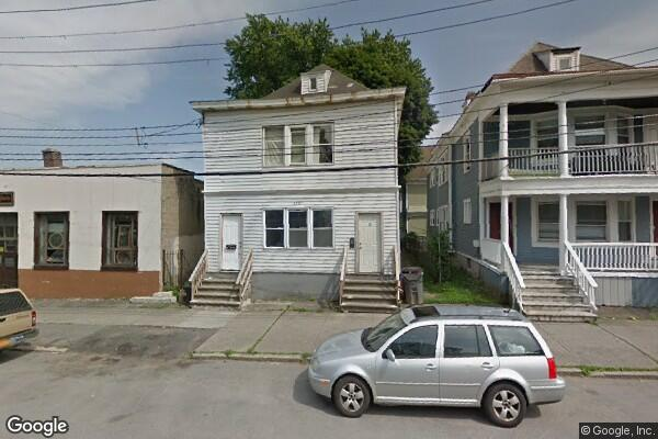 216 Quail St, 2nd Floor (Photo 1)