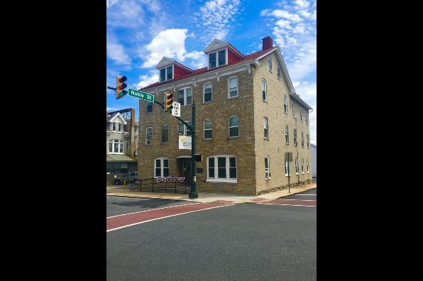 172 W Main St, 3E (Photo 1)