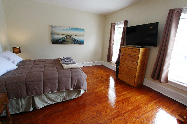 61 Center St, Apt 1 (Photo 3)