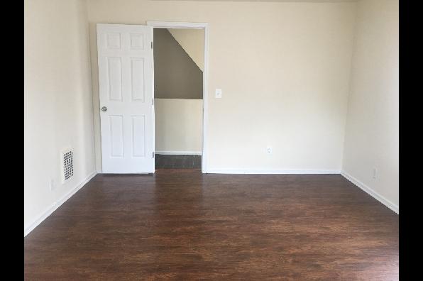 25 Zane St, Apartment B (Photo 4)