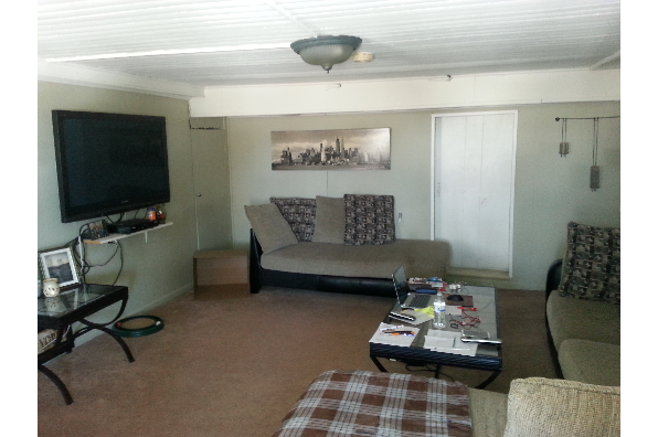 409 Upper North Road, One Bedroom Highland (Photo 5)