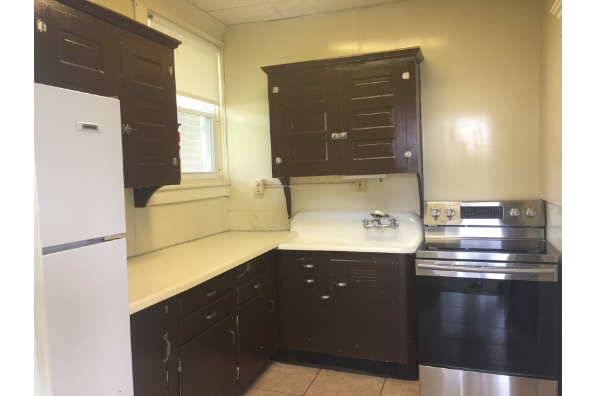 147 E Main St, NEED A THIRD PERSON - 1st Floor- WIFI included-LARGE Bedrooms & Yard-Fall and Spring semesters available $3200 a semester (Photo 5)