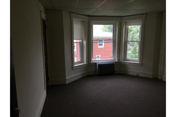 147 E Main St, $3100 a semester - 2 Semesters - 2nd Floor  with high ceilings and tons of closets. 2020-2021 school year (Photo 5)