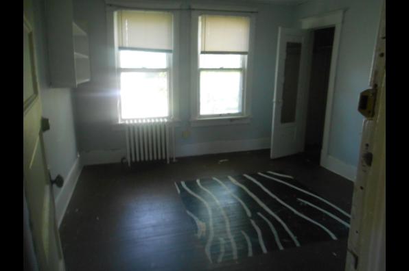 26 South Oakwood, 5BR APT SECOND FLOOR RENTED TIL 5/26/20. 3 ROOMS LEFT (Photo 4)