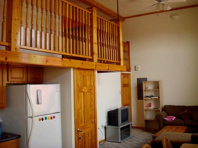 53 W Main St, 3 Bedroom (Photo 2)