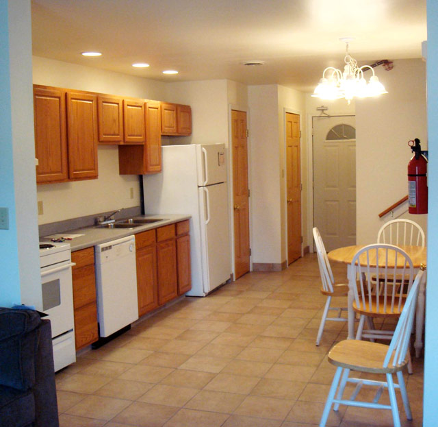 2 E Main St, 2 Bedroom (Photo 3)