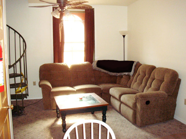 2 E Main St, 2 Bedroom (Photo 5)