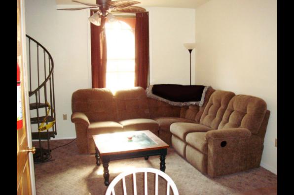 2 E Main St, 3 Bedroom (Photo 3)